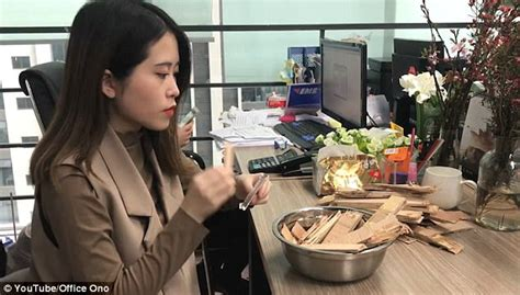cooking at your desk videos chinese woman cooking feasts at her desk go viral