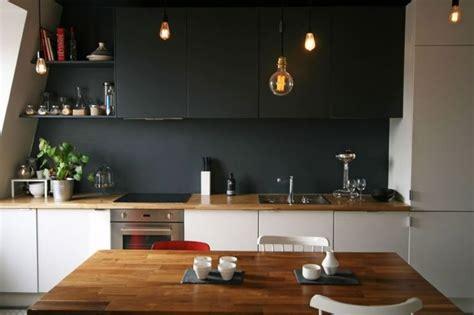 couleur mur avec cuisine blanche déco salon cuisine blanche avec plan de travail en bois