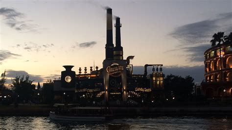 Universal fires back in $40M Chocolate Factory lawsuit ...