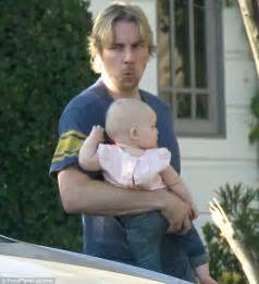 Pregnancy Light Headed by Kristen Bell And Dax Shepard S Daughter Lincoln Looks Cute
