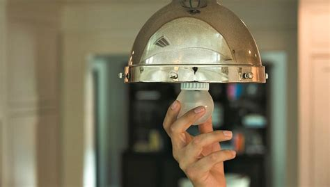 light bulb showdown led  cfl  incandescent