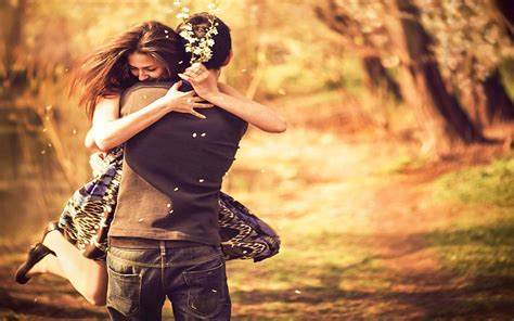 cute couple hug wallpapers pictures  lovers hugging