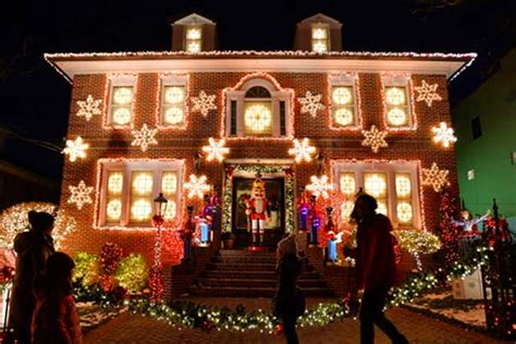 christmas lights tour brooklyn ny a slice of brooklyn bus tours new york pizza tours more