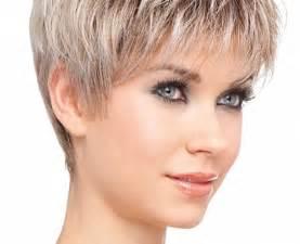 comment couper les cheveux coupe cheveux courts femme visage rond
