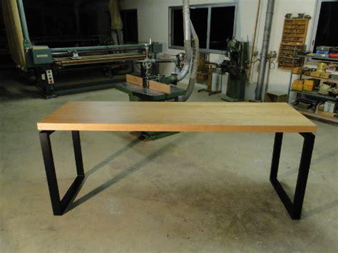 table de repas haute en bois et metal pour levallois