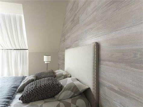 lambris mural chambre lambris pvc imitation bois gris dans chambre adulte