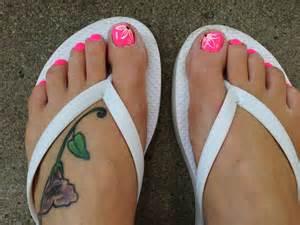 Toe nail flower design beauty