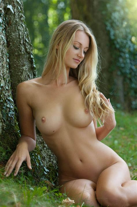 Beautiful Nude Babe Perfect Round Tits Hotfmodels