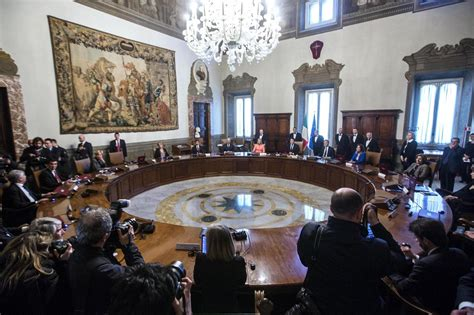 Consiglio Dei Ministri Renzi by Sondaggi Al Pd E A Renzi Il Governo Non Fa Bene
