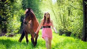 Wie Lange Rasen Sprengen : women model brunette long hair horse animals women outdoors dress nature trees grass ~ Orissabook.com Haus und Dekorationen