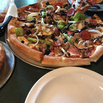 round table pizza corona ca round table pizza 39 photos 57 reviews pizza 12881