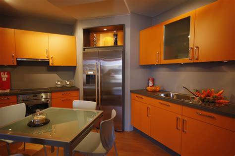 cuisine orange et gris cuisine orange photo 7 10 meubles de cuisine gris et orange avec un frigo