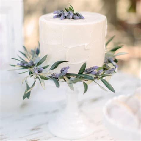 beautifully simple wedding cakes