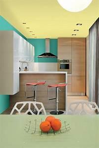 Farben Kombinieren Wohnung : gelb gestrichene decke gr ne wandfarbe wei e und holz fronten kitchen pinterest ~ Orissabook.com Haus und Dekorationen