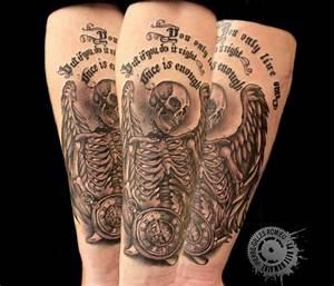 Tatouage Montre A Gousset Avant Bras : tatouage temps graphicaderme ~ Carolinahurricanesstore.com Idées de Décoration