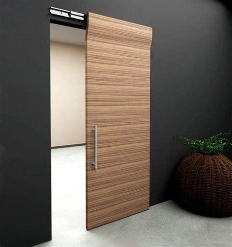 porte de cuisine seule 1 porte coulissante à galandage en bois clair mur noir