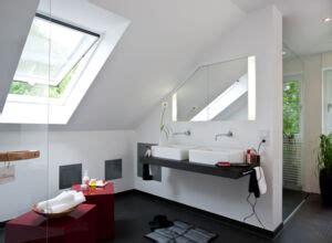 dachschräge dusche verkleidung wellness oase badezimmer zuhausewohnen