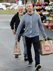 Paris Chong Photos Photos - Tommy Chong Shops with His Dog ...