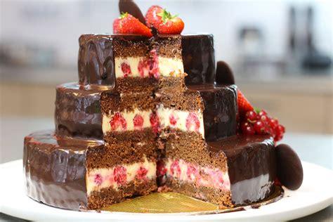 cuisine gateau gâteau d 39 anniversaire au chocolat à étages hervecuisine com