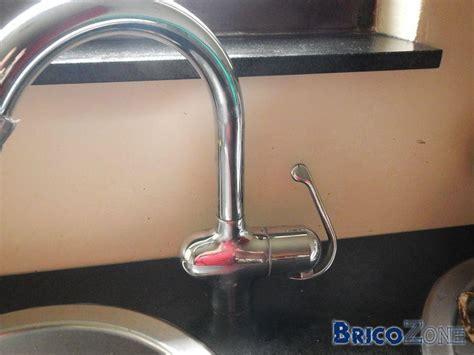 demonter robinet evier cuisine comment d 233 monter cette etrange fixation de robinet de cuisine grohe photos