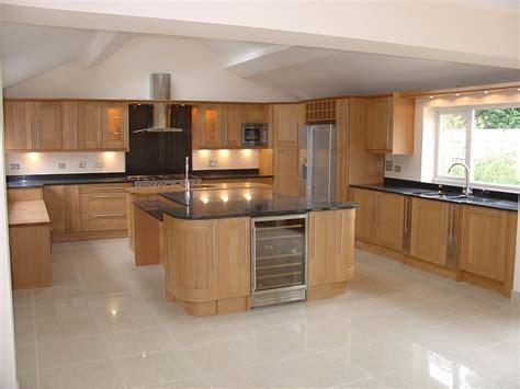 shaker oak kitchen cabinets the 25 best oak kitchen remodel ideas on 5166