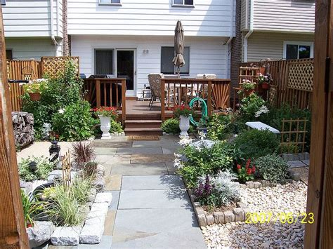 townhouse backyard  yard ideas small patio ideas