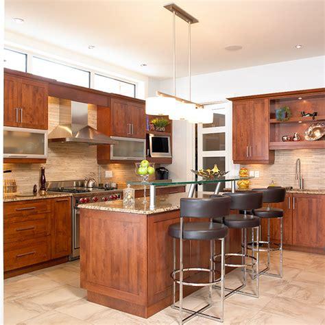 cuisine contemporaine en bois massif cuisines beauregard cuisine réalisation 148 cuisine