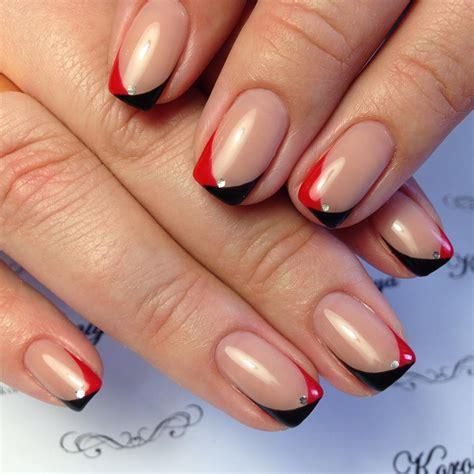 Французский маникюр в красном цвете . Дизайн ногтей
