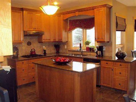 kitchen cabinet cornice kitchen cabinet valance ideas and photos 2436