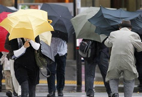Latvijai tuvojas pamatīgs lietus un brāzmains vējš