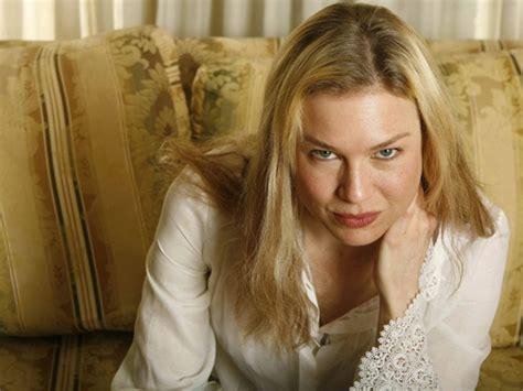 A gloriously messy ode to imperfection. Bridget Jones, viuda y con dos hijos en su tercera novela ...