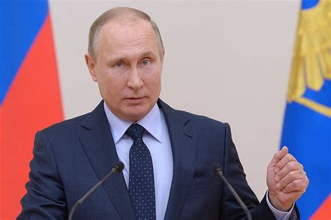 Hiện tại bệnh nhân hiện đang được điều trị thở máy và kỹ thuật tim phổi nhân. Tin tức Covid-19 ngày 5/6/2020: Dịch Covid-19 tại Nga dần cải thiện - VietNamNet
