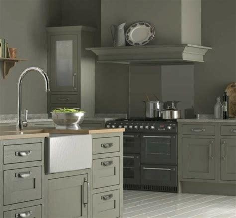 cuisine blanche mur taupe couleur mur pour cuisine blanche crdence cuisine grise