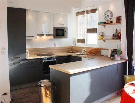 univers de la cuisine univers cuisine noir laque plan de travail bois plan de