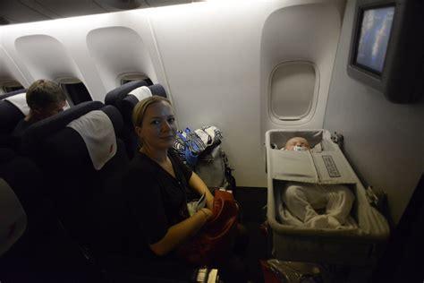 siege dans un avion toutes les choses à savoir pour prendre l 39 avion avec un bébé