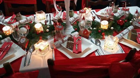 Décoration De Table Pour Noël En Blanc, Rouge Et Vert