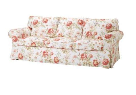 canapé anglais tissu fleuri floral sofa archives the frugal materialist the frugal materialist interior design for less