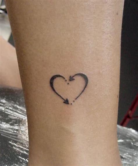 tatouage femme coeur infini fleches cheville tatouage femme