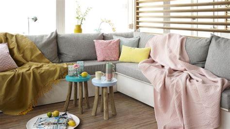 recouvrir des coussins de canapé a la recherche d 39 un plaid westwing