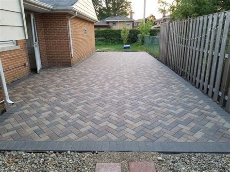 Unilock Hollandstone Sierra Color/charcoal Boarder With 45