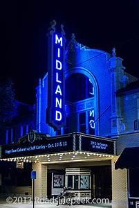 Roadside Peek Neon Theatre Midwest 3