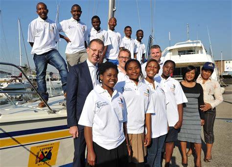 clipper race reveals crew  support nelson mandela legacy