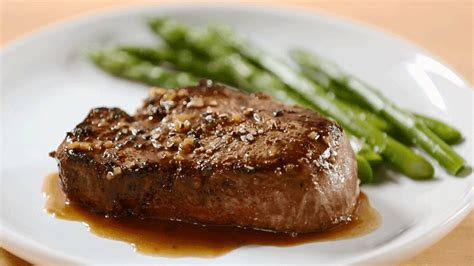 how to cook a filet mignon beef tenderloins with wine sauce