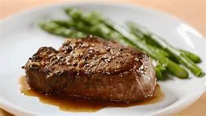 Beef Tenderloins with Wine Sauce