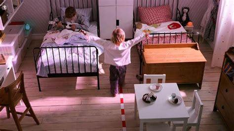 etagere murale pour chambre fille petits espaces une chambre pour deux enfants diaporama