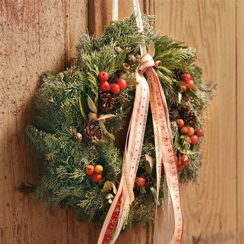 adventsgestecke selber machen anleitung adventsgestecke aus dem wald selber basteln landidee magazin