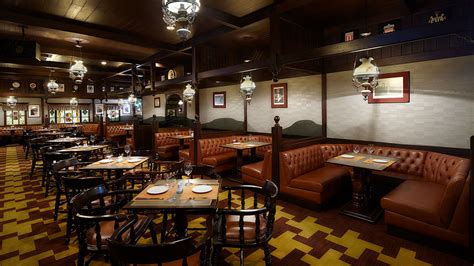 buffet cuisine huntsman pub the landmark sukhumvit