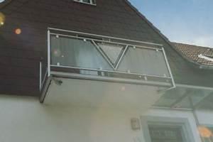 Balkongeländer Glas Anthrazit : gel nder balkongel nder in edelstahl mit glas an einem betonbalkon mit einem dreieck in der mitte ~ Michelbontemps.com Haus und Dekorationen