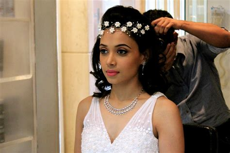 Wedding Accessories For Christian Bride : 7 Christian Bridal Makeup Hacks To Get That Dewy Look