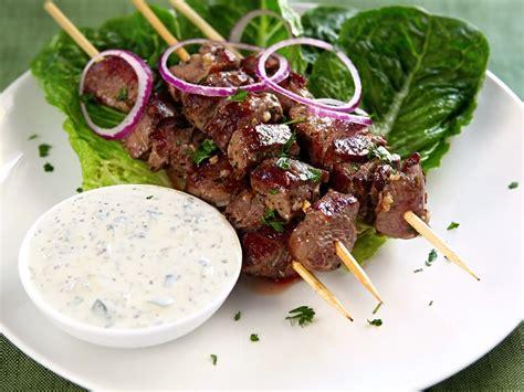 what does canape souvlaki with yogurt garlic sauce recipe epicurious com